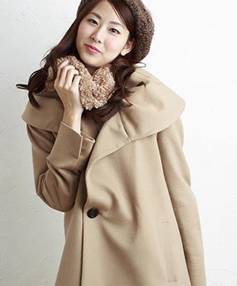 防寒衣料を身に着けた女性