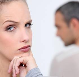 恋人について悩む女性