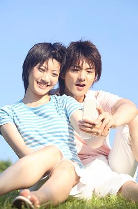 写メを撮るカップル