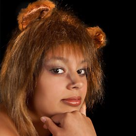 ライオン姿の女性