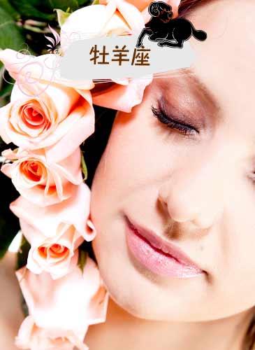 花束と目をつぶる女性