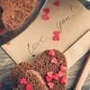 バレンタインチョコに手紙を添えて!彼がキュンするセリフ10選