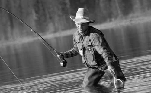 釣りをする男性