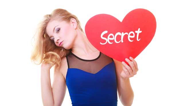 恋を秘密にする女性
