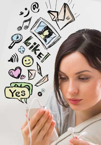 絵文字とメールをする女性