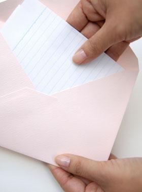 手紙を渡す