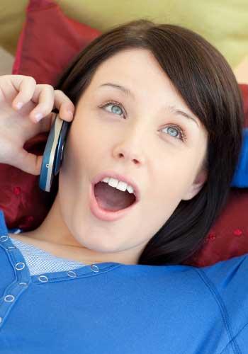 電話で連絡が来た女性