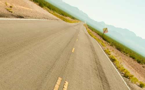 遥か遠くまで続く道
