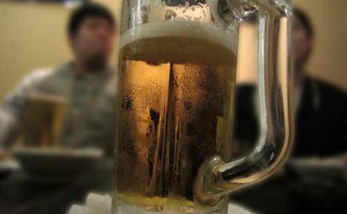 宴会とビールジョッキ