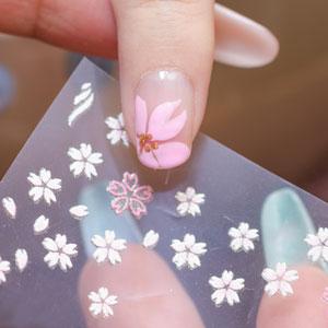 桜のシールをプラス