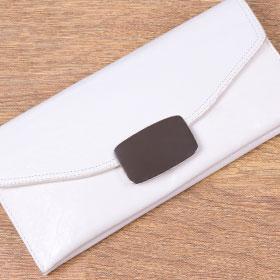 白色の財布