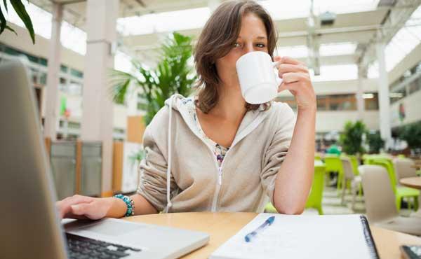 カフェで勉強してるワ・タ・シ