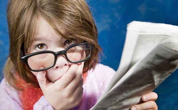 知識を疲労する女の子
