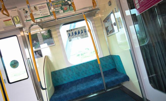電車の中でメイクする彼女を見た瞬間
