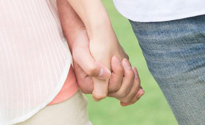 ギュっと手を握って安心させてくれる