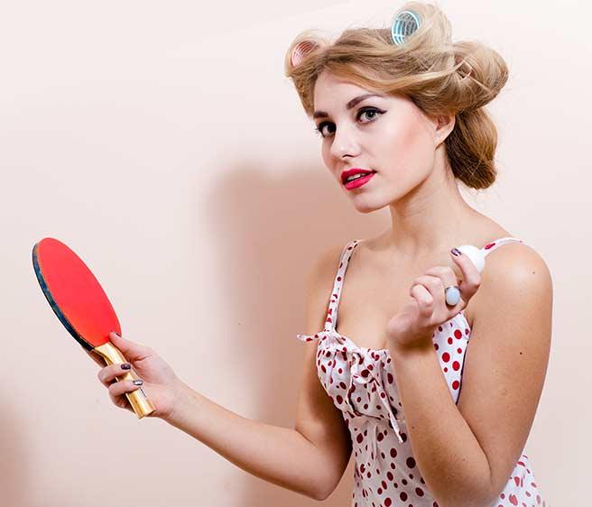 卓球する可愛い女性