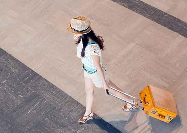 旅行が趣味の女性