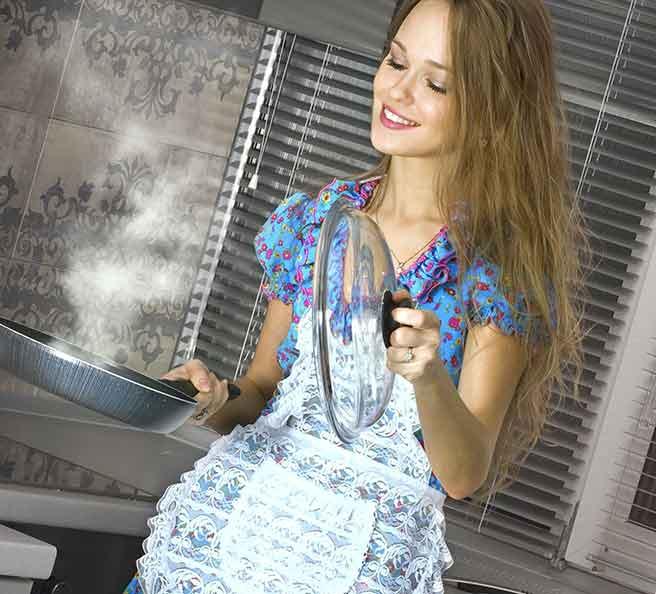 おかんのように料理を作ってくれる包容力のある女性