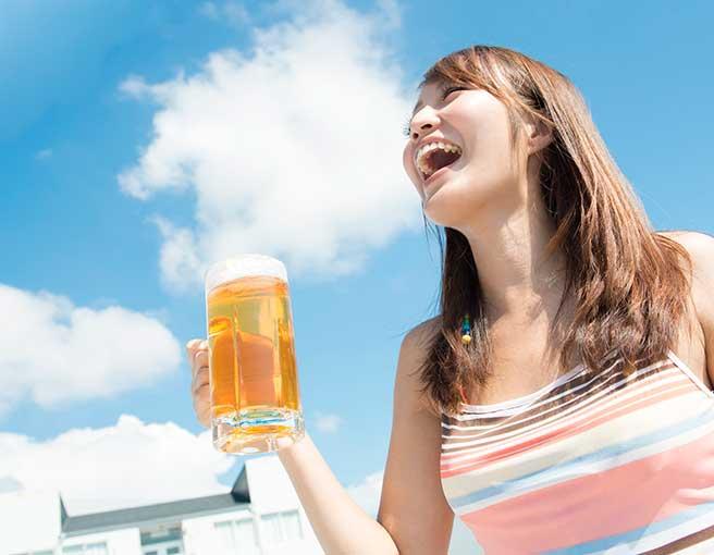 ひとりビールを飲みだしたぼっち女子