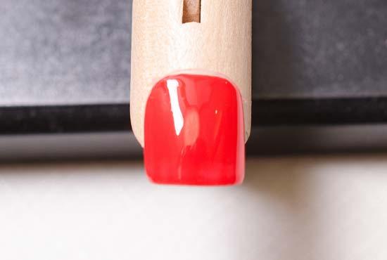スイカ柄の赤い背景を塗る