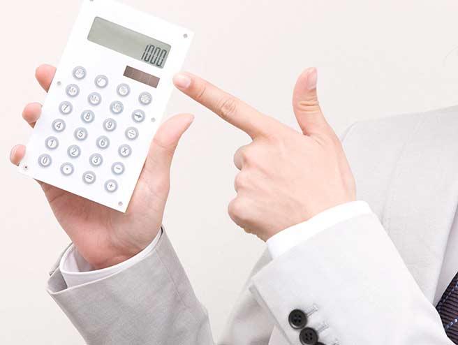 いちいち電卓で計算する脈なし態度