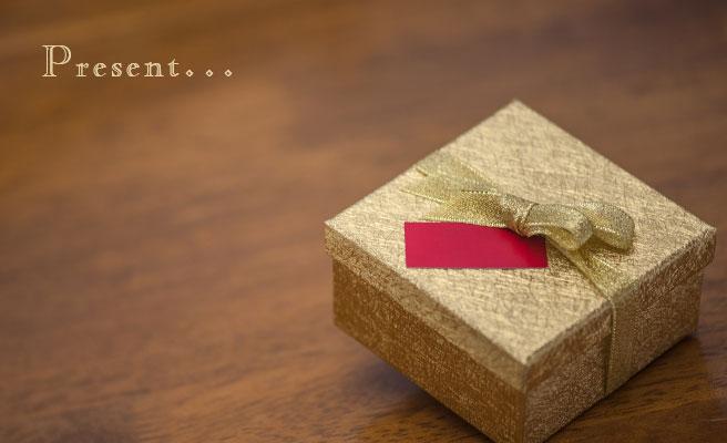 プチプレゼントを渡す