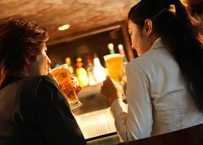 バーでいい感じの二人
