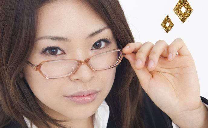 知的な女性が男心を惹きつける「知性感じる女」の特徴5つ