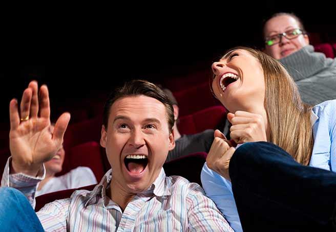 映画の同じところで爆笑する運命を感じあう二人