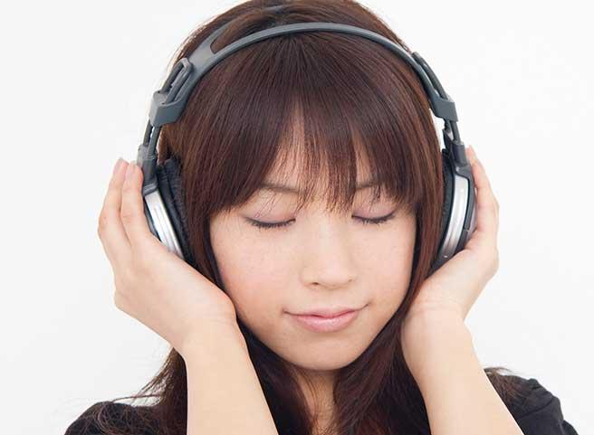 浜崎あゆみの歌に感動する女性