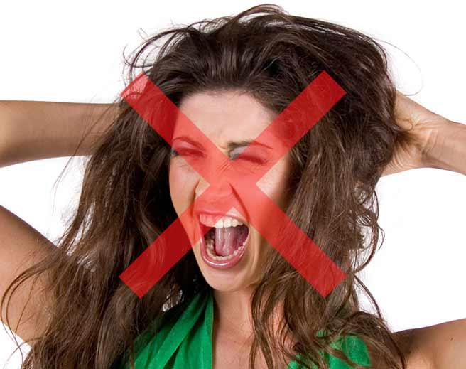 彼氏にムカついて怒りすぎの女性