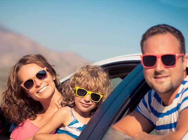 幸せそうな一人っ子家族写真