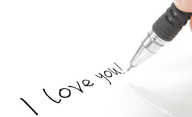 ペンで描かれた「I love you」