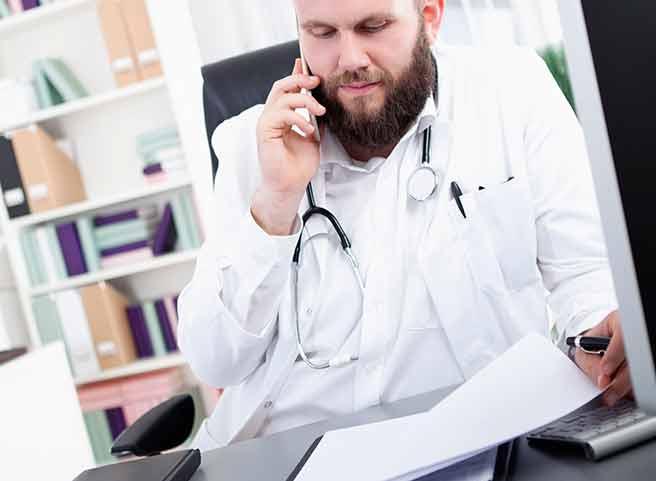 仕事が忙しい医者