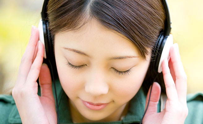 恋愛ソングを聴いて両思いの彼への愛を深めよう