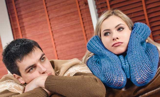 克服の方法を考えるカップル