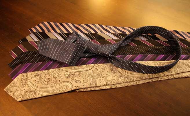 ネクタイの束