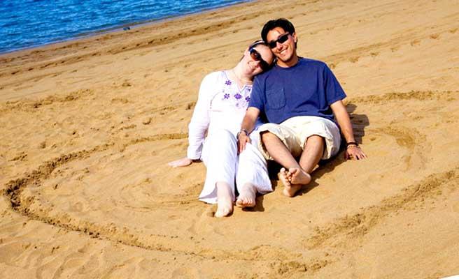 砂浜でりょうおもいに