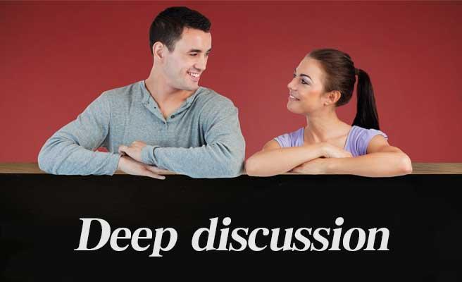 深い話をするカップル
