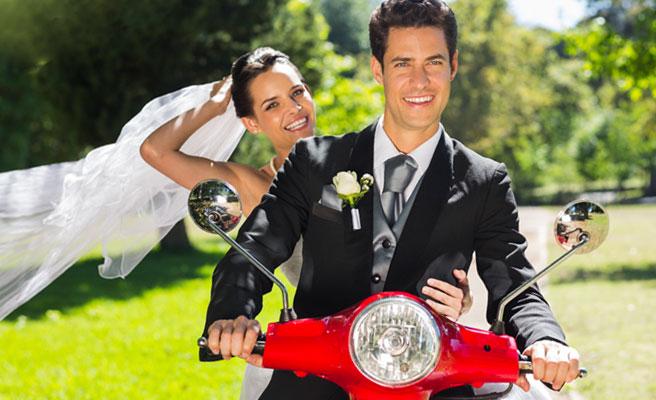 新婚生活の門出をバイクで走る
