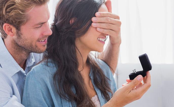 プロポーズのタイミング男が結婚を決意する&ためらう理由