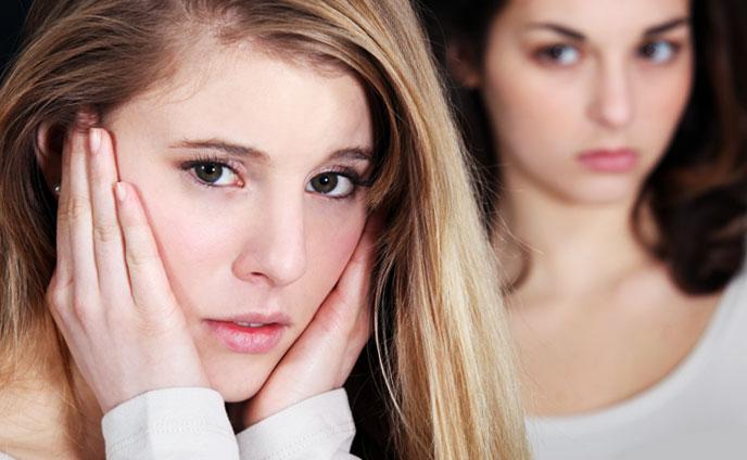 友達に嫉妬してしまう心理・苦しいやきもちを止める方法