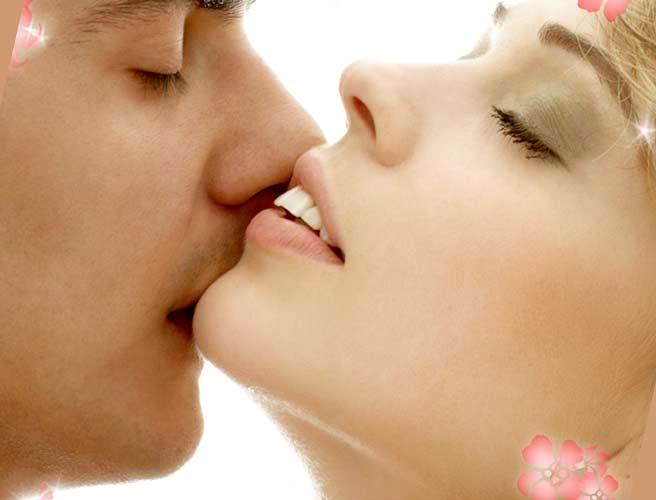 キスされて輝く女性
