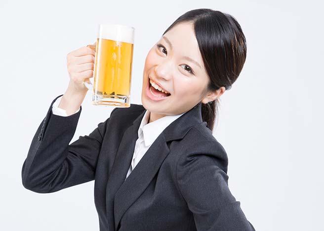 飲み会で輝く女性