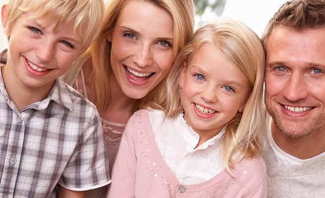 笑顔の家族肖像