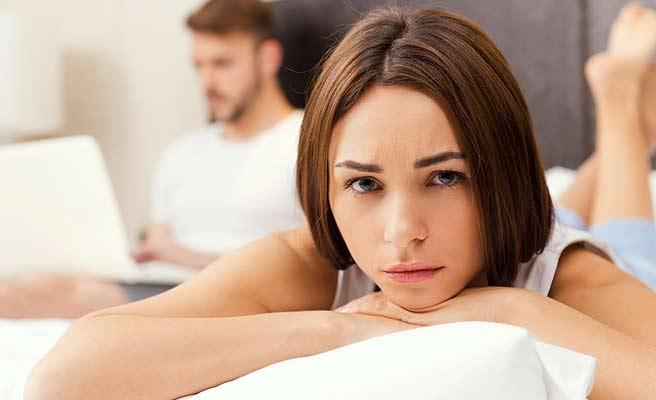 離れて過ごす倦怠期のカップル