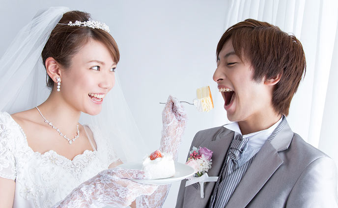 ファーストバイトの意味と結婚式におすすめの面白い演出