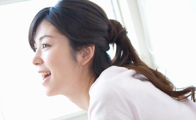 笑顔の30代女性