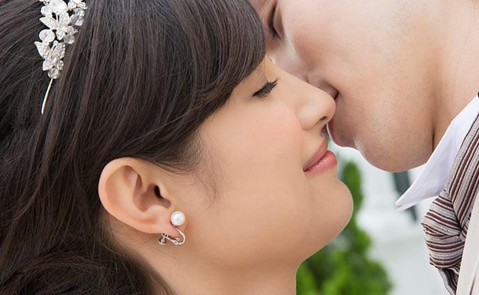 誓いのキス大成功する方法結婚式で唇以外の場所を選ぶ意味