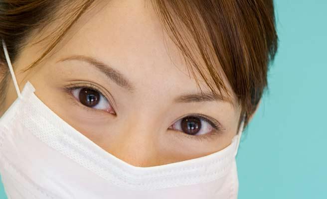 マスクから覗くつぶらな瞳